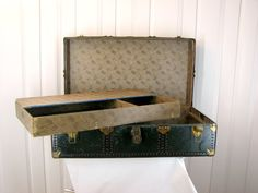 Green Antique Steamer Trunk With Key! Butterfly Print Lining - New England Trunk…