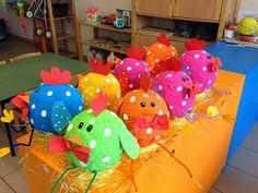 Crafts For Kids, Arts And Crafts, School Themes, Yard Art, Holidays And Events, Paper Crafting, Spring Time, Dinosaur Stuffed Animal, Kindergarten