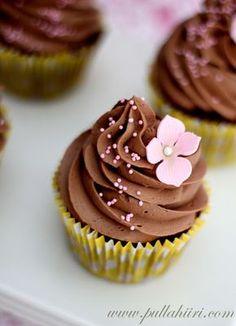Pullahiiren leivontanurkka: Suklaakuorrutteiset muffinssit 30th Party, Cupcake Recipes, Deserts, Food And Drink, Cupcakes, Favorite Recipes, Chocolate, Koti, Food Ideas