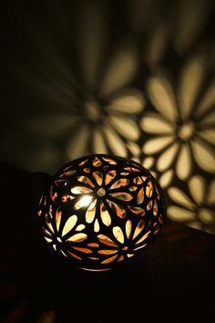 【楽天市場】間接照明 スタンドライト ♪ココナツの実ランプ(お花柄)♪ 【送料無料】 アジアン照明 バリ おしゃれ フロアスタンド エスニック:アジアン家具・雑貨のヤヤパプス