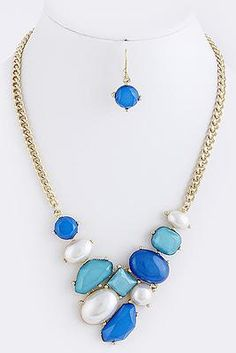 Cinnaryn Bejeweled Necklace Set