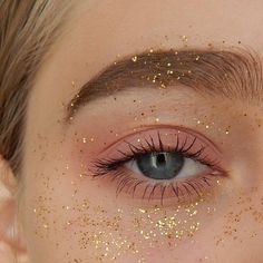 Glitter all over the place #makeup #glittermakeup