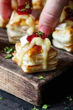 Cranberry and Brie bites - a simple appetizer or party snack that always gets polished off in minutes! Cranberry and Brie bites - a simple appetizer or party snack that always gets polished off in minutes! Brie Bites, Fingers Food, Fall Appetizers, Vegetarian Appetizers, Halloween Appetizers, Appetizer Ideas, Delicious Appetizers, Gourmet Appetizers, Brie Appetizer
