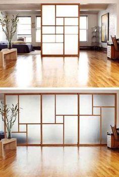 Estas lembram as casas japonesas. Dica: use acrílico (como no box de banho) ao invés de vidro para deixar as portas mais leves, no peso e na estrutura.