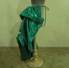 Trying to figure out a bustle DIY for next October.
