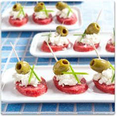Met salami, geitenkaas, olijven en bieslook tover je in een mum van tijd deze leuke hapjes op tafel. Ingrediënten voor...