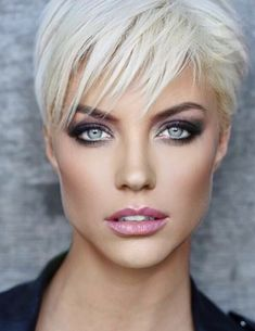 Jeepers Creepers where'd you get those. Cute Hairstyles For Short Hair, Pixie Hairstyles, Pixie Haircut, Short Haircuts, Short Hair Styles, Blonde Pixie, Short Blonde, Blonde Hair, Platinum Pixie