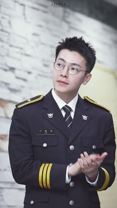 (10) Twitter Lee Donghae, Siwon, Leeteuk, Heechul, Donghae Super Junior, Dong Hae, Police Uniforms, Last Man Standing, Fine Men
