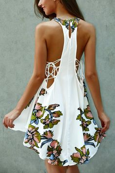 $18.24 Scoop Neck Floral Print Lace-Up Asymmetrical Dress - White
