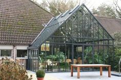 Wintertuin in staal 7 - realisaties - Waver-Construct bvba Greenhouse Attached To House, Greenhouse Plants, Indoor Greenhouse, Victorian Conservatory, Underground Greenhouse, Carport Plans, Container House Design, Roof Design, Glass House