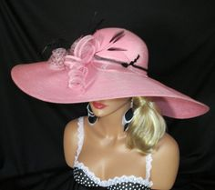 loving this pink hat....wish we wore pretty hats here alot