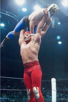 Culture defining Luchador, El Canek, attempts to press slam the single most innovative masked-wrestler in the history of Puroresu, the original Tiger Mask.