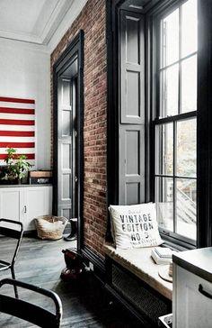 En familie på fem har skabt deres helt private refugium i et traditionelt brownstonehus i Brooklyn Heights i New York. Her har de indrettet deres hjem med fransk charme og et amerikansk tvist.