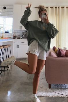Cute Comfy Outfits, Trendy Outfits, Simple College Outfits, Casual School Outfits, Vest Outfits, Back To School Outfits, Sporty Outfits, Simple Outfits, Surfergirl Style