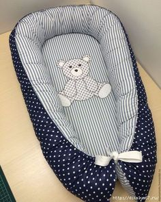 CLUB DE LAS AMIGAS DE LAS MANUALIDADES (pág. 833) | Aprender manualidades es facilisimo.com Quilt Baby, Baby Sewing Projects, Sewing For Kids, Baby Nest Pattern, Baby Doll Bed, Kit Bebe, Baby Comforter, Baby Needs, Mother And Baby