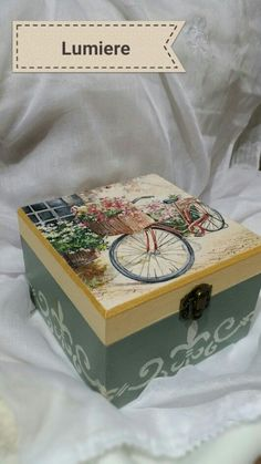 Browsing message wooden box with decoupage Decoupage Wood, Decoupage Vintage, Painted Boxes, Wooden Boxes, Dyi Crafts, Wood Crafts, Altered Cigar Boxes, Shabby, Jewellery Boxes