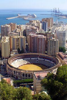 Tarde de Sol.... Vista de la Plaza de Toros el Viernes de los fuegos, tomada desde el Parador de Gibralfaro en Málaga.