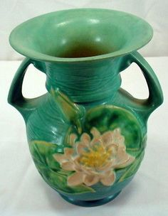 Vintage-Roseville-USA-Green-Pottery-Vase-Water-Lily-Double-Handle-Vase-1940s