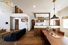 「趣味と暮らしを大切にした大人のナチュラルコテージ」 Studio Interior, Interior Styling, Interior Design, Natural Interior, Minimal Home, Wood Interiors, Living Room Kitchen, Interior Architecture, My Dream Home