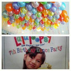 Love the balloon decors.