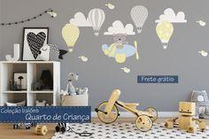 """Adesivo de parede para decorar o quarto das crianças """"sem bordas brancas"""" Composição: medidas aproximadas urso no avião: 47cmx38cm 3 nuvens: 40cmx19cm cada 4 balões: 35cmx23cm cada 6 passarinhos: 12cmx7cm cada Forma de envio: frete grátis Deixe o quarto mais alegre e divertido, es..."""