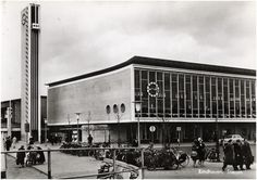 Station Eindhoven (jaartal: 1960 tot 1970) - Foto's SERC Eindhoven, Louvre, Street View, Black And White, History, Building, Travel, Modernism, Advertising