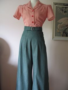 High waist pleated pants, short sleeve button-up shirt with gathers and emphasis at the shoulders -- very 1940s! (: