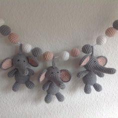 Projekt afsluttet - et stk barnevognskæde færdig. God søndag #hækle #hæklet #hækling #haekle #crochet #amigurumi #elefante #barnevognskæde #baby #babyelephant by mormorshaekleliv