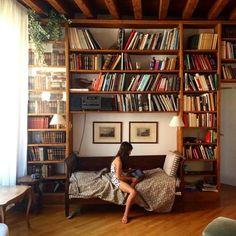 "2,630 Me gusta, 27 comentarios - Bookish Journals & Stationery (@manuscriptshop) en Instagram: ""Imagine getting this #bookshelf for Christmas!"""