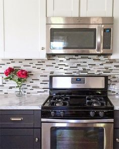 Kitchen backsplash with dark cabinets mosaic counter tops Super Ideas Backsplash With Dark Cabinets, Glass Tile Backsplash, Glass Mosaic Tiles, Grey Cabinets, Backsplash Ideas, Kitchen Redo, Kitchen Backsplash, Kitchen Remodel, Kitchen Dining
