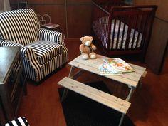 Mesas de picnic para niños de 2 a 6 años. Hechas en madera de pino canadiense impregnada.  Para interiores, jugar, leer, pintar o hacer tarea del kinder.