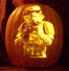 Recently we announced the winners of the our awesome Halloween giveaway and among the prizes was one heck of a Star Wars pumpkin carving. Diy Halloween, Star Wars Halloween, Halloween Pumpkins, Happy Halloween, Halloween Decorations, Halloween Designs, Halloween Stuff, Pumkin Carving, Amazing Pumpkin Carving