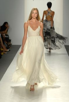 Coast to Coast with @FavoredbyYodit | Simple and perfect wedding dress for a destination wedding! Contact us Today!