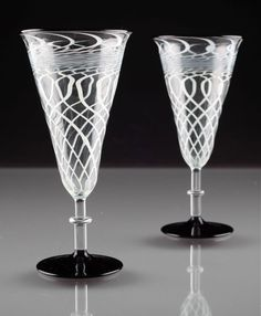 2 Art Deco Sektgläser Fadenglas schwarz Glas weiß Gläser ~ 20er Lauscha ? R1O