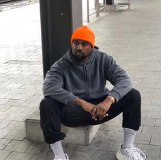 We have seen lists of the best rappers of all time both the ones that are dead (Tupac, Notorious B.G) and alive. Best who are the present best rappers now and what is their current net worth First of all, let's quickly look at what makes a rapper great? Kanye West Outfits, Kanye West Style, Summer Outfits Men, Mens Fashion Suits, Men's Fashion, Urban Fashion, Gentleman Style, Streetwear Men, Streetwear Fashion