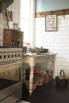 wooden crate/box. caja madera. kitchen. cocina. decoration. decoración. storage. almacenaje.