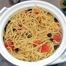 Spaghetti Salad I  Ingredients    1 lb spaghetti  8 ozs zesty italian dressing  1 tbsp italian seasoning  1 bunch green onions (chopped)  1 cucumber (chopped)  2 tomatoes (chopped)  2 ozs black olives (sliced)