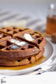 Coconut Flour Waffles, Paleo Waffles, Waffle Recipes, Paleo Recipes, Cooking Recipes, Paleo Breakfast, Breakfast Recipes, Sunday Breakfast, Baking Soda Health