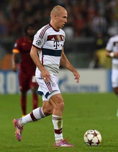 Arjen Robben of FC Bayern Muenchen in action during the UEFA Champions League match between AS Roma and FC Bayern Muenchen at Stadio Olimpico on October 21, 2014 in Rome, Italy.