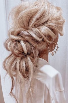 Bridal Hair Updo, Wedding Hairstyles For Long Hair, Wedding Hair And Makeup, Bride Hairstyles, Hair Makeup, Pretty Hairstyles, Hair Dos For Wedding, Boho Wedding Hair Updo, Volume Hairstyles