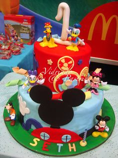 Mickey and Friends   Customized Cakes and cupcakes