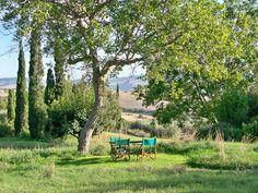 Garden of Chiarentana, on the La Foce estate, Tuscany  http://www.trustandtravel.com/tuscany/villa_chiarentana-fonte.html