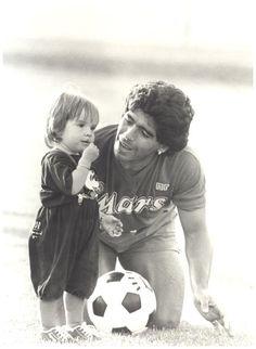 Diego y Dalma Football Is Life, Football Art, World Football, Maradona Tattoo, Diego Armando, International Football, Soccer Coaching, Sports Stars, Ac Milan