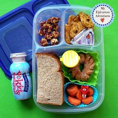 Here's Lunch Sandwiches on Sticks and a PB&J - My Epicurean Adventures Kids Packed Lunch, Lunch To Go, Healthy Kids, Healthy Eating, Healthy Recipes, Healthy Food, Toddler Lunch Box, Toddler School, Organic Smoothies