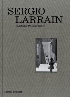 Sergio Larrain: Vagabond Photographer by Agnès Sire, Gonzalo Leiva Quijada (2013) Hardcover di Gonzalo Leiva Quijada Agnès Sire http://www.amazon.it/dp/B00IIB7SUS/ref=cm_sw_r_pi_dp_rYxrub09FM374