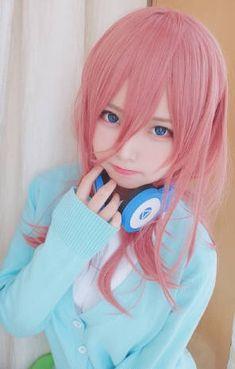 How beautiful is this Miku Nakano cosplay 🤩 she's so kawaii 🥺 Miku Cosplay, Kawaii Cosplay, Cute Cosplay, Amazing Cosplay, Best Cosplay, Cosplay Girls, Cute Japanese Girl, Cute Anime Wallpaper, Japan Girl