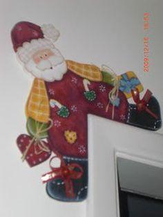 Feito a Mão Artesanatos - Angélica (angelgmg@uol.com.br): Tudo para o NATAL (caixas, enfeites de porta, enfeites de balcão e mesa, enfeites de parede, porta panetones, suplás, porta velas, presépios,...) Christmas Door, Christmas Crafts, Christmas Ornaments, Christmas Ideas, Holiday Decor, Frame, Winter, Handmade Christmas Crafts, Snowman