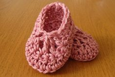 Crochet baby bootie video...perfect follow along for the beginner to create this pair of booties in under an hour. HOWEVER, I use an F hook to get a newborn bootie.