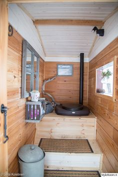 Outhouse Bathroom, Outhouse Decor, Outhouse Ideas, Outside Toilet, Outdoor Toilet, Guest House Shed, Eco Cabin, Rustic Toilets, Log Cabin Designs