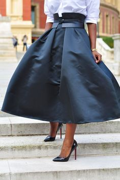 MIDI SKIRTING - I like this beltline - and how the skirt flairs out - almost like the poodle skirts of the 1950's.